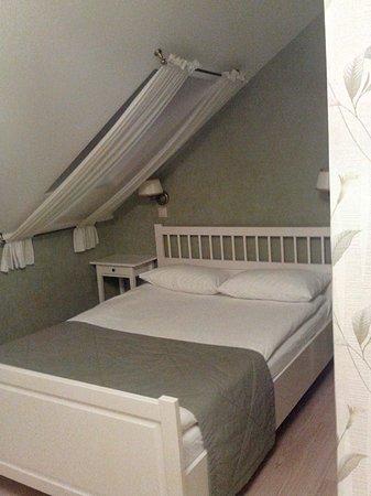 Kuptsov The House Hotel: Окна в потолке, в т.ч. и над кроватью :)