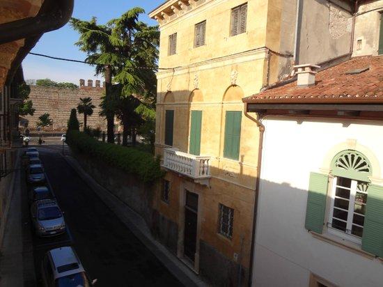 BEST WESTERN Hotel Armando: Вид в сторону городской стены