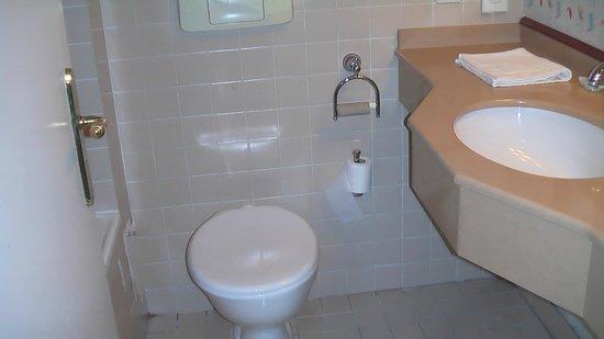 Disney's Hotel Cheyenne: lavabo limpio nuevo