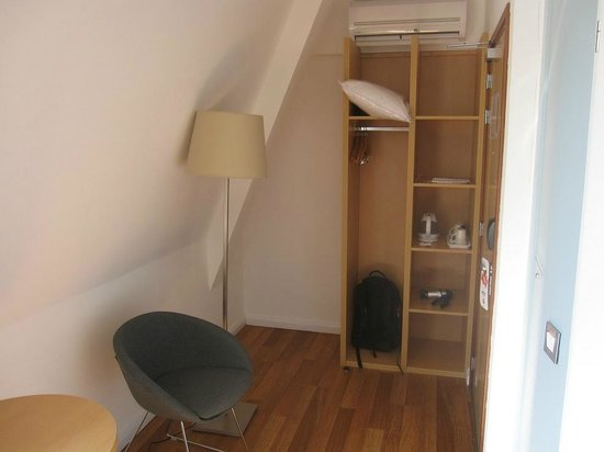 Ibis Edinburgh Centre South Bridge: The room