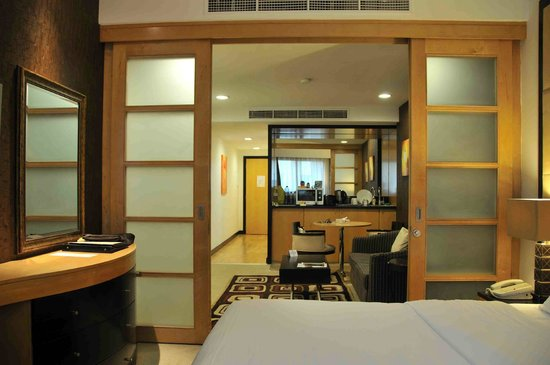 Savoy Suites Hotel Apartments: Room