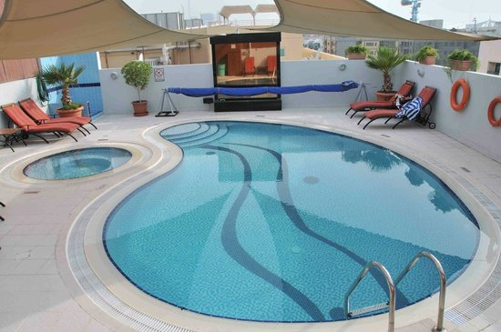 Savoy Suites Hotel Apartments: Pool