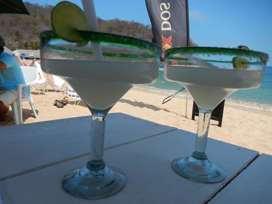 Nivel Mar Beach Club & Restaurant: Happy Hour!  Margaritas