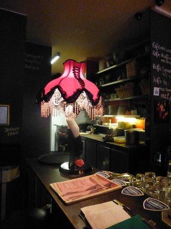 Bistro Bij Ons: lampe au comptoir