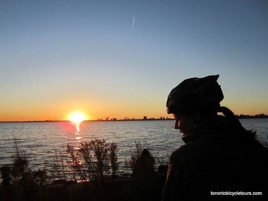 Toronto Bicycle Tours : Island Twilight Tour