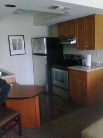HYATT house Parsippany-East: Dining & Kitchen Area