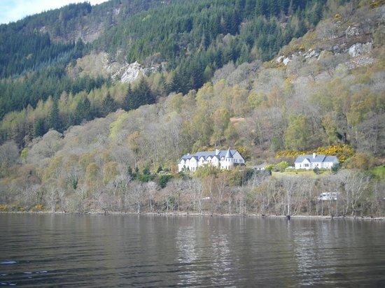 Loch Ness Lodge: Lodge vom Schiff aus fotografiert