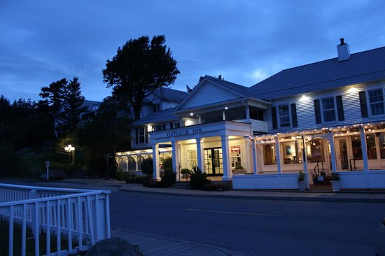 Outlook Inn on Orcas Island : The inn at night