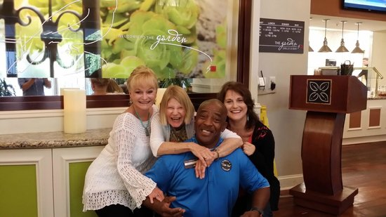 Hilton Garden Inn Savannah Midtown: Bruce and The Ladies from Bama