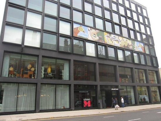 citizenM Glasgow: Hotel from the street