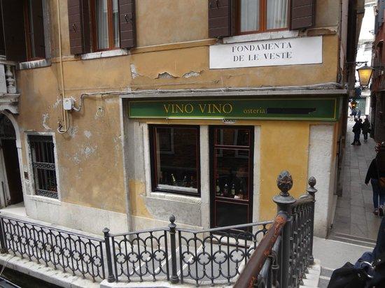 Vino Vino: Вид с канала