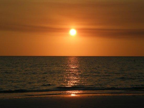Fort De Soto Park: Sunset at Ft De Soto Beach