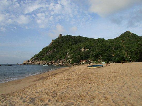 Montalay Beach Resort: Hotel beach