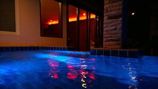 Sandalwood Luxury Villas: Villa, Bathroom
