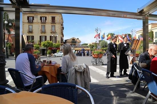 Fauno Bar : sorrento's square from the bar