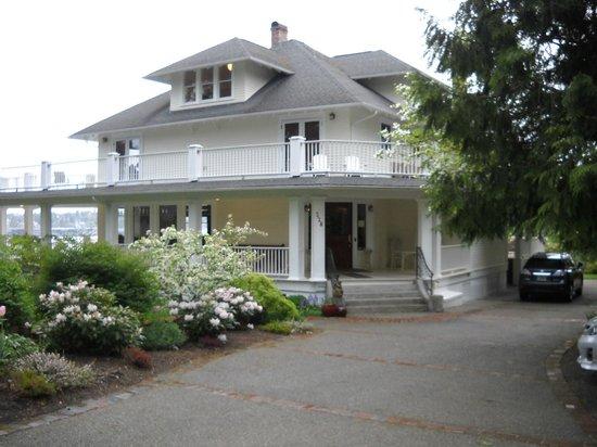 Cedar Cove Inn: The Inn