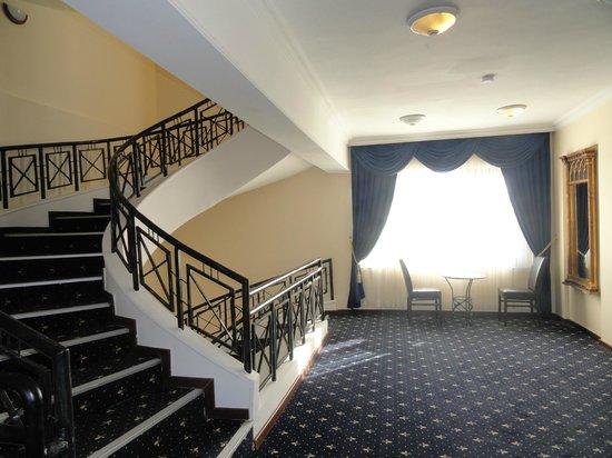 Cactus Club Yali Hotels & Resort : accès chambres et escaliers