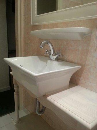 آزوريين رويال هوتل: bathroom sink
