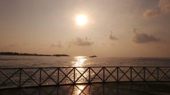 Cinnamon Dhonveli Maldives: sunset bar