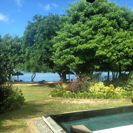 Maradiva Villas Resort and Spa: Вид с нашей виллы на океан