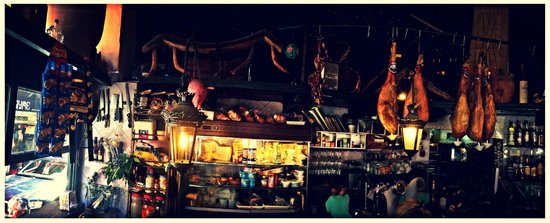 Bar Alfalfa: Panoramic picture of Bar!