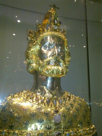 Treasury of Aachen Cathedral: il busto di Carlo Magno