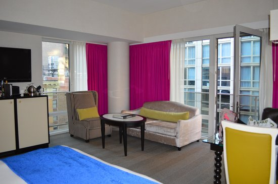 Gansevoort Park Avenue NYC: Room 1507 HUGE with wrap around balcony