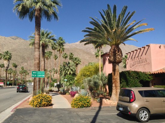 Hotel California: View of the property from Palm Canyon Drive