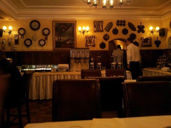 Hotel U Zlateho Stromu: Ресторан отеля