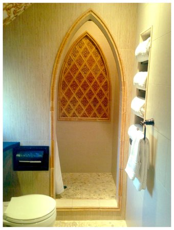 Pantai Inn: Bathroom