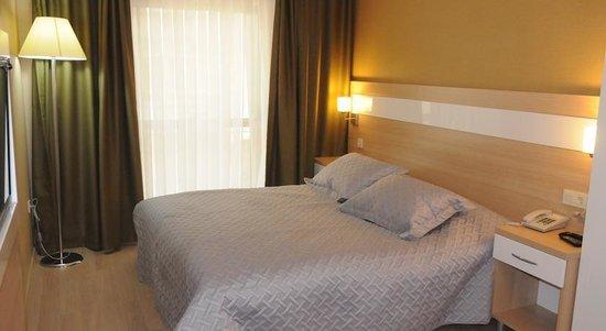 Hotel La Ville: room