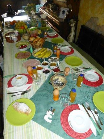 Bed & Breakfast Etnahouse: Tolles Frühstück
