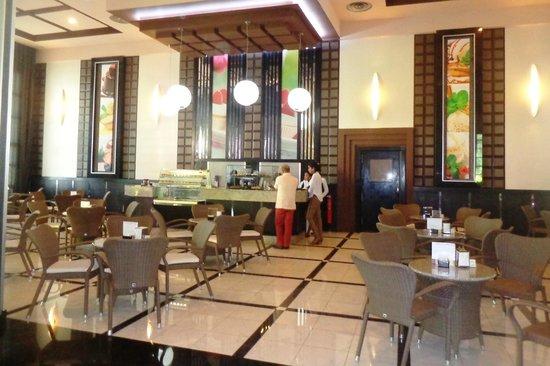 Hotel Riu Palace Bavaro : Doceria da entrada