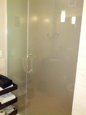 Kimpton Ink48 Hotel: privacy glass door to bathroom