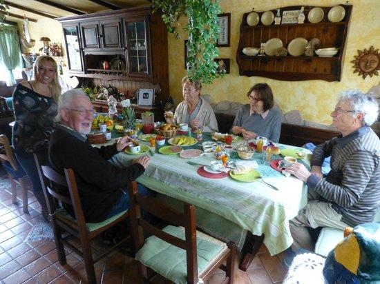 Bed & Breakfast Etnahouse : In netter Gesellschaft aus Frankreich, ganz Links Angela