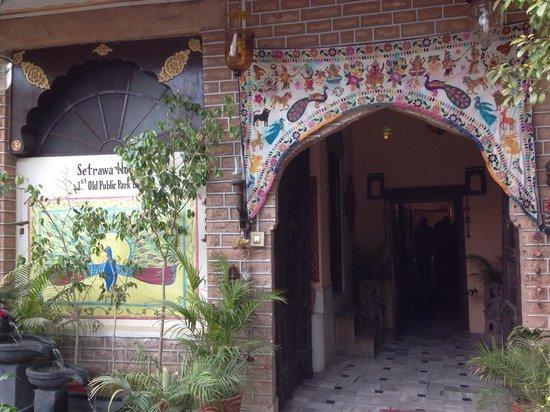 Durag Niwas Guesthouse: L'ingresso