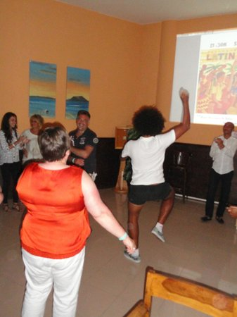 Oasis Village: soirée latina