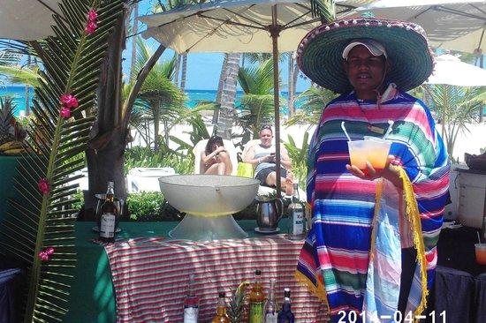 Hotel Riu Palace Bavaro : Almoço mexicano na piscina