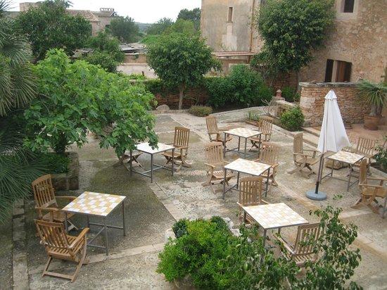Sa Carrotja, Finca d'Agroturisme: Terrasse, wo man bei Bedarf auch Frühstücken kann