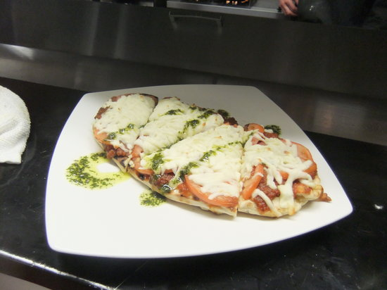 The Waterfront River Pub and Terrace: Margarita Flatbread