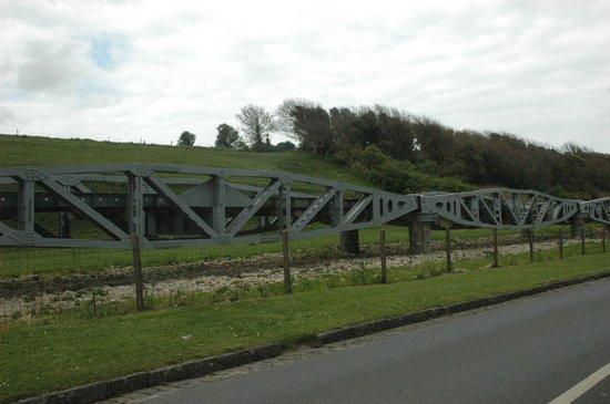 Omaha Beach : Folding bridge in Vierville-sur-Mer