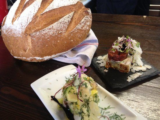 Restaurant El Castillo: At the table for your arrival