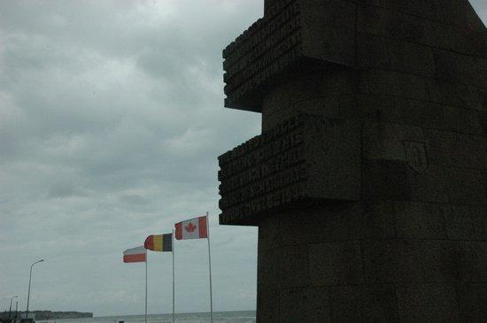 Omaha Beach : Les Braves monument