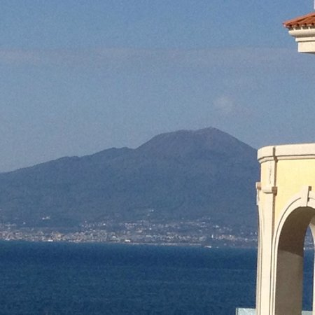 Hotel Corallo Sorrento: View from the patio of Mt. Vesuvius.