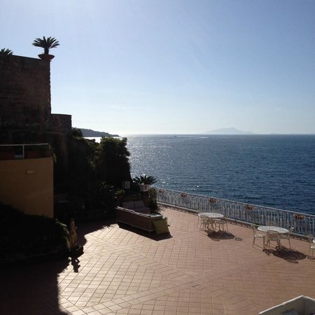 Hotel Corallo Sorrento: View from our first floor room