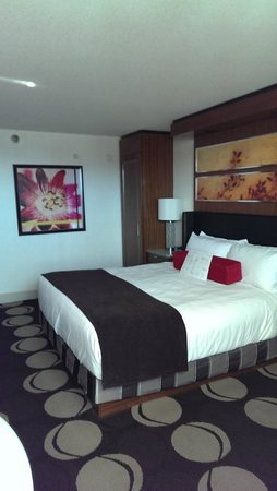 The Mirage Hotel & Casino: Bedroom - Tower King