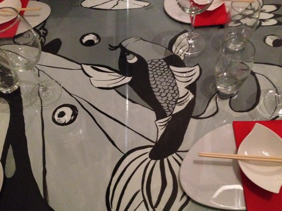 Kaikou sushi bar: The paintings in each table are all different, unique and vivid!