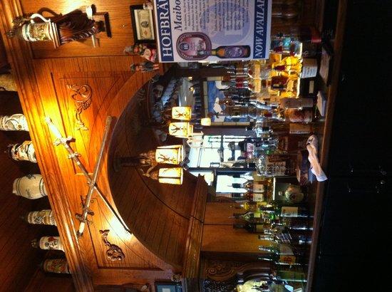 Metzgers German Restaurant: The bar