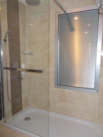 Hotel Cettia Beach Resort: Shower