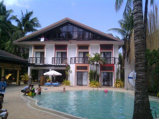Microtel Inn & Suites by Wyndham Boracay: территория отеля